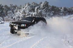 Suv auf Schnee Lizenzfreies Stockfoto