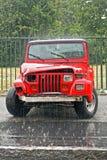 SUV causado un crash rojo Imagenes de archivo