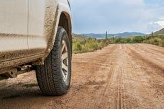 SUV, das Straße abtreibt Stockfotografie