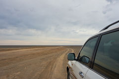 SUV drives to the horizon Royalty Free Stock Photos