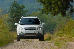 SUV em uma estrada 3 da montanha Imagem de Stock Royalty Free