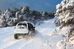 Suv en nieve Fotografía de archivo libre de regalías