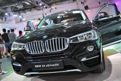 SUV för övergång för BMW X4 överenskommelse lyxigt medel på skärm på BMW världen 2014 Royaltyfri Bild