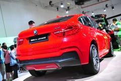 SUV för övergång för BMW X4 överenskommelse lyxigt medel på skärm på BMW världen 2014 Royaltyfria Foton
