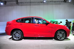 SUV för övergång för BMW X4 överenskommelse lyxigt medel på skärm på BMW världen 2014 Fotografering för Bildbyråer