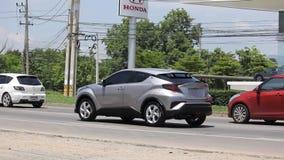 SUV för ny Toyota CHR Subcompactövergång hybrid- bil arkivfilmer