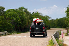 SUV med kajaker Arkivfoto