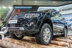 SUV Mitsubishi Pajero sport, czarny obraz stock