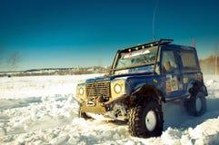 SUV na neve Fotografia de Stock Royalty Free