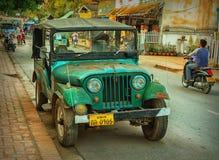 SUV na rua da cidade Foto de Stock