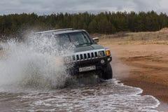 SUV na wybrzeżu Fotografia Royalty Free