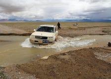 SUV nel Tibet Fotografie Stock Libere da Diritti