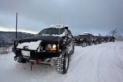 Suv op sneeuw Stock Afbeeldingen