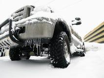SUV in sneeuw. Royalty-vrije Stock Fotografie
