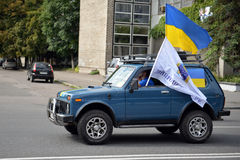 SUV with a Ukrainian flag Stock Images