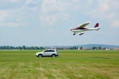 SUV und ultralight Flugzeuge Lizenzfreies Stockfoto