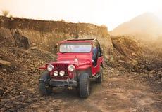 suv 4x4 в горах Стоковое Изображение RF