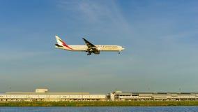 SUVARNABHUMI BANGKOK, CZERWIEC - 09: Emirat linia lotnicza Aerobus Boeing 7 Zdjęcie Royalty Free