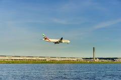 SUVARNABHUMI BANGKOK, CZERWIEC - 09: Emirat linia lotnicza Aerobus Boeing 7 Fotografia Stock