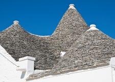 Suverän trullo. Alberobello. Puglia. Italien. Royaltyfri Bild