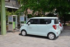 SUWON KOREA, MAJ, - 02, 2014: elektryczny samochód i ładuje stacja Zdjęcia Stock
