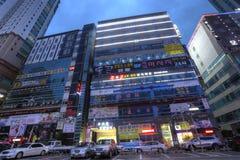SUWON KOREA - NOVEMBER 13, 2015: Gata av den Suwon staden i Korea i th Fotografering för Bildbyråer