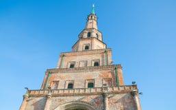 Suyumbike-Turm gegen den blauen Himmel stockfoto