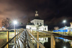 suzdal的俄国 木桥通过Kamenka河 免版税库存照片