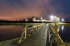 suzdal的俄国 苏兹达尔克里姆林宫诞生大教堂在晚上在夏天 库存照片