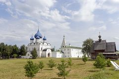 Suzdal der Kreml im Sommer lizenzfreie stockfotos