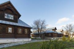 Suzdal, Rússia -06 11 2015 As pilhas das freiras no convento do St Pokrovsky Ring Travel dourado Imagens de Stock Royalty Free