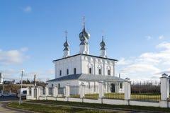 Suzdal, Rússia -06 11 2015 A igreja de Petropavlovskaya em Suzdal foi construída em 1694 Anel dourado do curso de Rússia Imagem de Stock