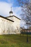 Suzdal, Rússia -06 11 2015 St Nicholas Church com as divisões de hospital no monastério do St Euthymius em Suzdal Imagens de Stock
