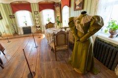 Suzdal Rosja, Listopad, - 06, 2015 Muzealna Drewniana architektura, Wewnętrzny handlarza dom Fotografia Stock