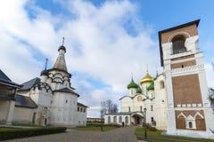 Suzdal, Rosja -06 11 2015 Transfiguraci dzwonnica przy St Euthymius monasterem w Suzdal i katedra Obrazy Royalty Free