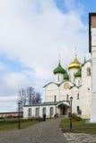 Suzdal, Rosja -06 11 2015 Transfiguraci dzwonnica przy St Euthymius monasterem w Suzdal i katedra Zdjęcia Royalty Free