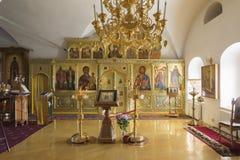 Suzdal, Rusia -06 11 2015 Suzdal, Rusia -06 11 2015 El iconostasio en la iglesia de Zachatievsky Ring Travel de oro Foto de archivo libre de regalías