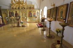 Suzdal, Rusia -06 11 2015 Suzdal, Rusia -06 11 2015 El iconostasio en la iglesia de Zachatievsky Ring Travel de oro Imagen de archivo libre de regalías