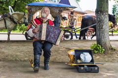 SUZDAL, RUSSIA-JULY 29: Street accordion player perform Russian. Folk songs on the streets of the ancient town of Suzdal July 29, 2016 Stock Photo
