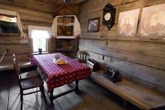 Suzdal', Russia - 6 novembre 2015 interno delle case agricole nell'architettura di legno del museo Fotografia Stock Libera da Diritti