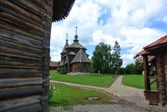 suzdal russia Träkyrkan av uppståndelsen av Kristus i museet av träarkitektur- och bonde`-liv Royaltyfri Bild