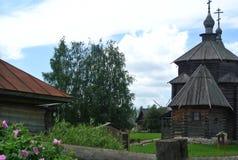 suzdal russia Träkyrkan av uppståndelsen av Kristus i museet av träarkitektur- och bonde`-liv Arkivfoton