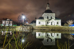 Suzdal, Russia. wooden bridge through the Kamenka River. To Church of Epiphany and Nativity Cathedral of Suzdal Kremlin at night in summer Stock Photography