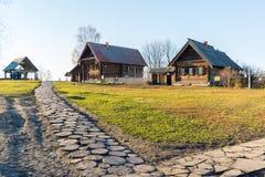 Suzdal, Russie - 6 novembre 2015 Architecture en bois de musée en anneau de touristes d'or Photos stock