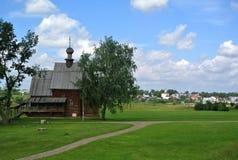 Suzdal Ryssland - Augusti 5, 2016: Träkyrkan av uppståndelsen av Kristus i museet av trä Royaltyfria Foton
