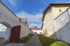 Suzdal Ryssland -06 11 2015 Fängelset på territoriet av kloster för St Euthymius i Suzdal Guld- cirkel av det Ryssland loppet Royaltyfri Fotografi