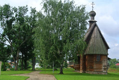 Suzdal Ryssland, forntida träkyrka i Suzdal Museum av träarkitektur- och bonde`-liv guld- cirkel russia Arkivfoton