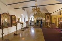 Suzdal Ryssland -06 11 2015 Relikerna av St Sophia av Suzdal - frun Ivan Grozny - i den Zachatievsky kyrkan Guld- Ring Travel Royaltyfri Foto