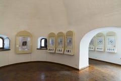 Suzdal Ryssland -06 11 2015 Utställning av ryska symboler i kloster för St Euthymius i Suzdal Guld- cirkel av det Ryssland loppet Arkivfoto