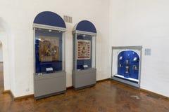 Suzdal Ryssland -06 11 2015 Utställning av ryska symboler i kloster för St Euthymius i Suzdal Guld- cirkel av det Ryssland loppet Royaltyfria Bilder